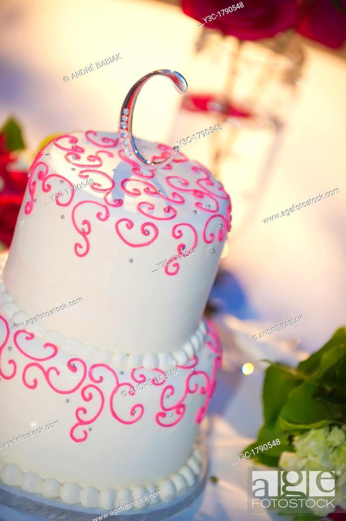Stock Photo: Wedding cake promoting the letter C.