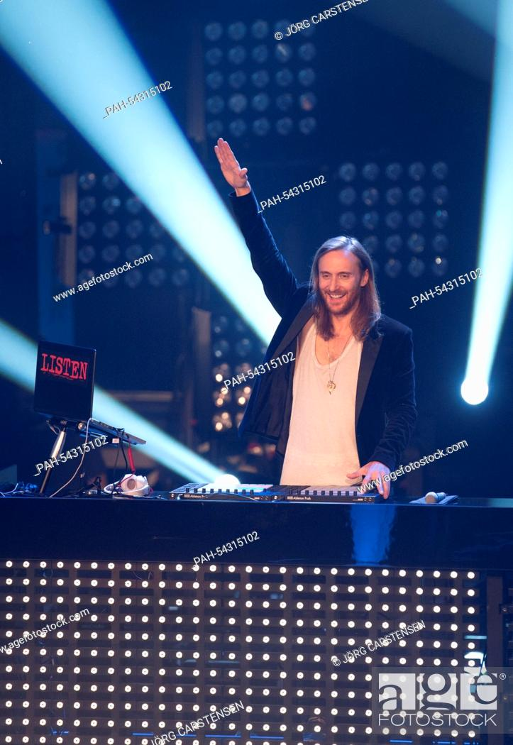 Photo de stock: The French House DJ and music producer David Guetta stands on stage during the final of the TV show 'The Voice of Germany' in Berlin, Germany, 12 December 2014.
