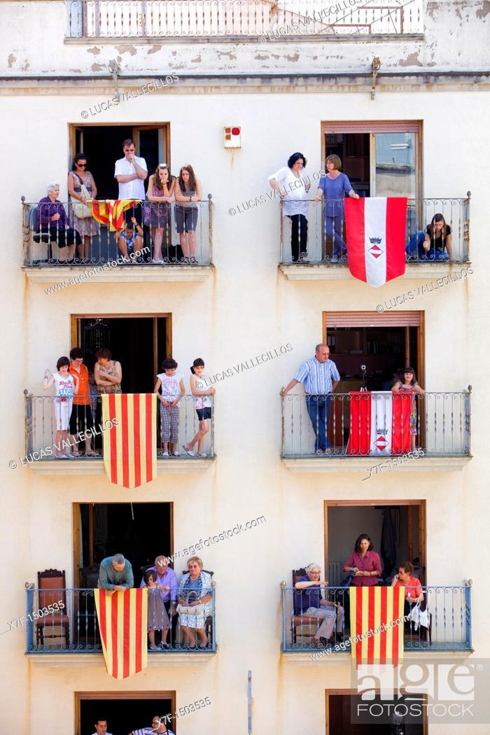 Stock Photo: People looking `Castellers'  Plaça de la Vila Festa major Valls  Tarragona province, Spain.