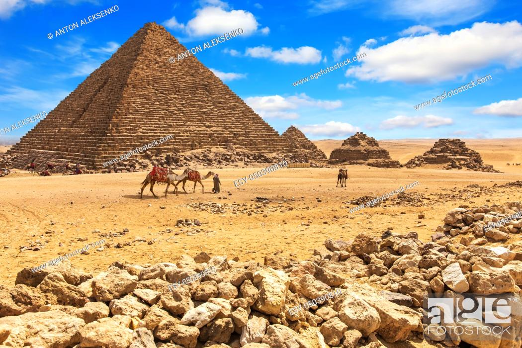 Imagen: The Pyramid of Menkaure and the Pyramids of his queens, Giza, Egypt.