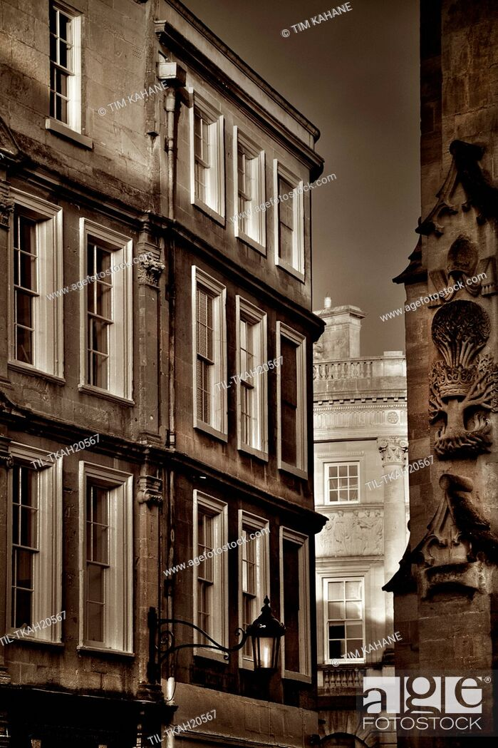 Imagen: Street view in Bath Somerset England with evening sunlight.