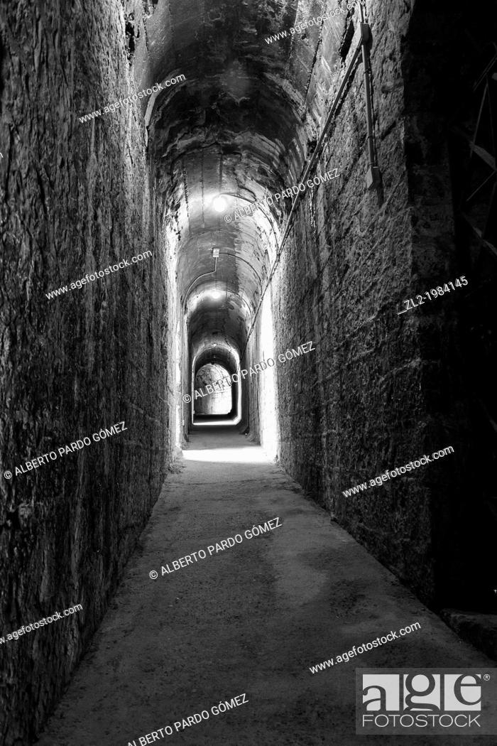 Photo de stock: Interior corridor, Sagunto Roman amphitheater, Valencia, Spain.