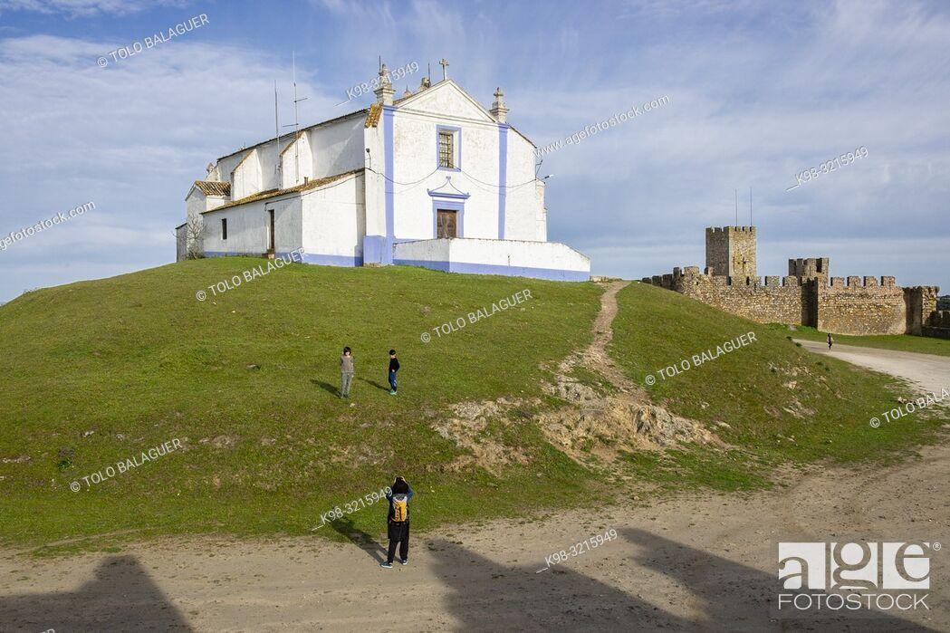 Imagen: iglesia del Salvador, castillo medieval, Arraiolos, Distrito de Évora, Alentejo , Portugal.
