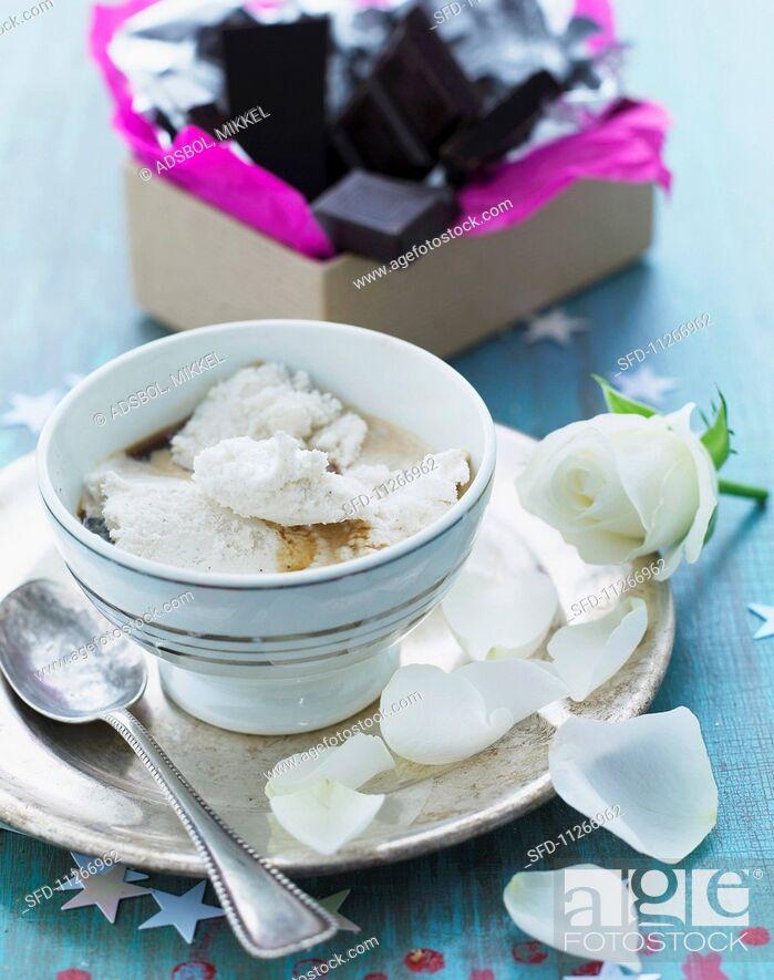 Stock Photo: Vanilla and coffee dessert.