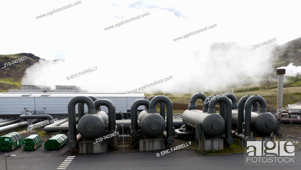 Imagen: Hellisheidi sustainable energy geothermal power plant station in Hengill, Iceland. Geothermal outlets for steam.