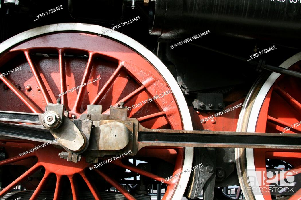 Imagen: old steam train loco locomotive train engine.