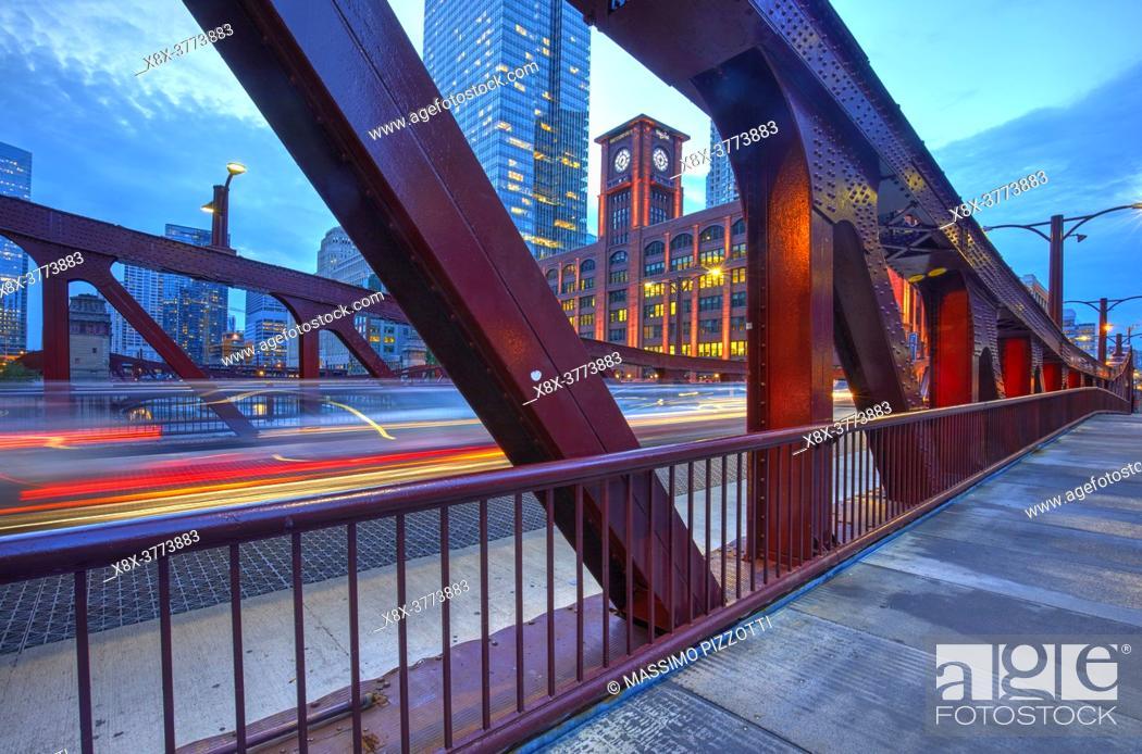 Imagen: Clark Street Bridge at blue hour, Chicago, Illinois, United States.