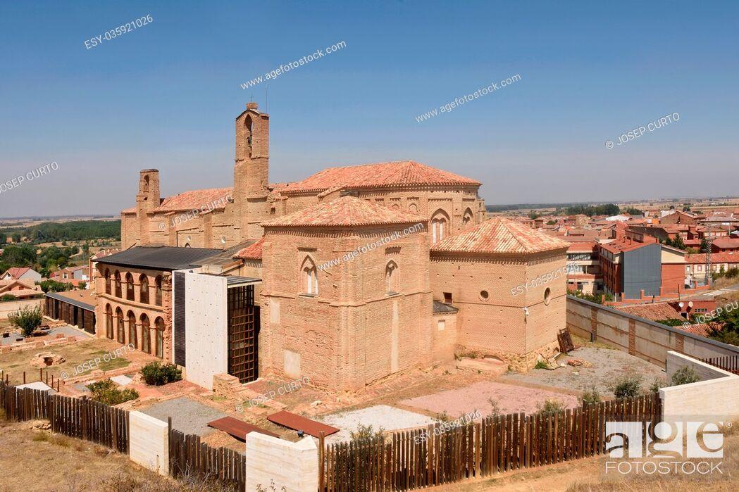 Imagen: Romanesque church of La Peregrina of Sahagun, St. James way, Leon province, Castilla y Leon , Spain.