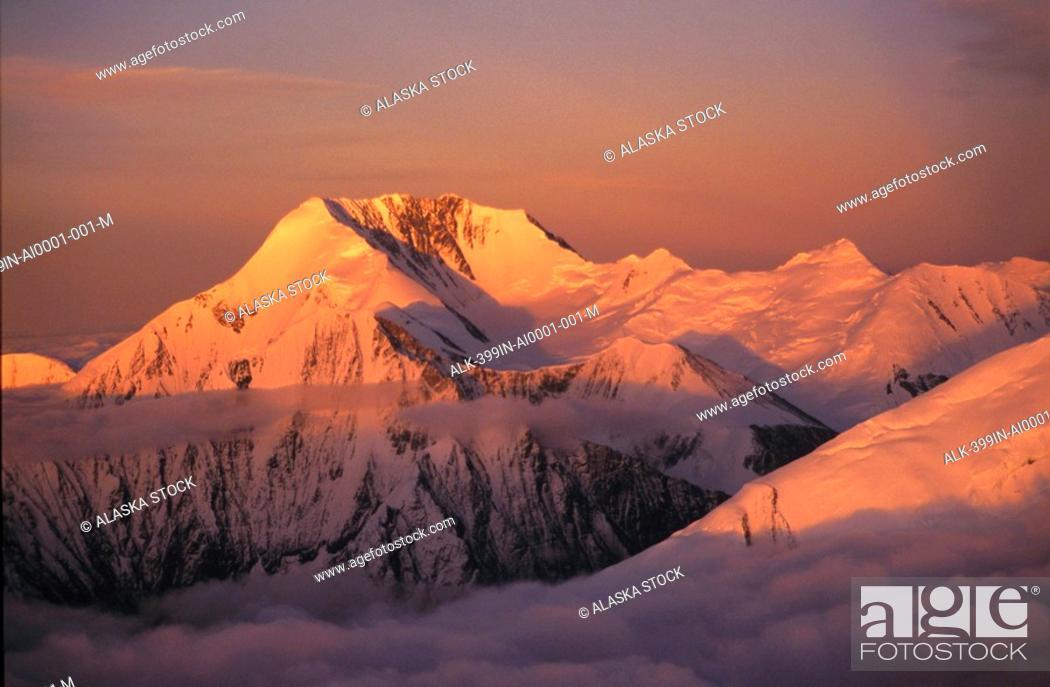 Photo de stock: Alaska Range Alpenglow Denali Natl Park Aerial Snow Sky Clouds Interior Alaska Summer.