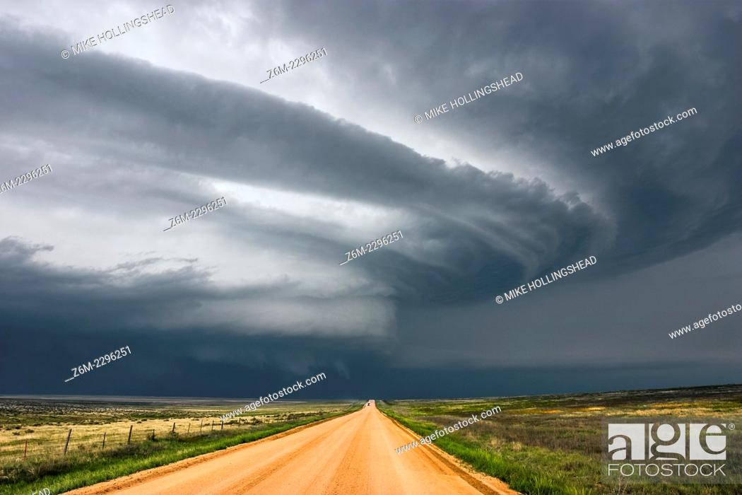 Stock Photo: Supercell storm moves across eastern Colorado June 2, 2005.