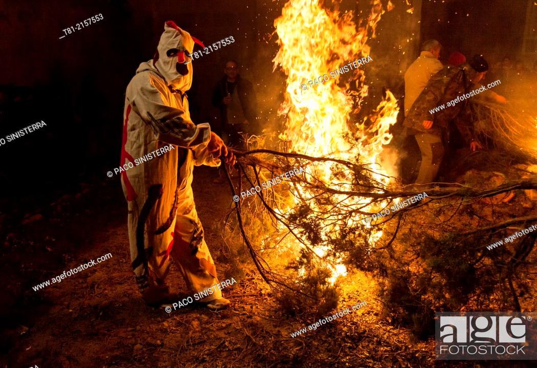 Photo de stock: Fires, Sant Antoni traditional feast, Els Ports, Castellón province, Comunidad Valenciana, Spain.