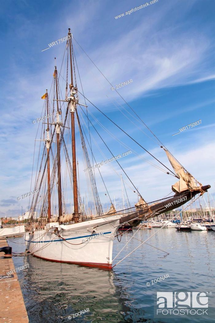 Stock Photo: Vintage sea clipper in the port.