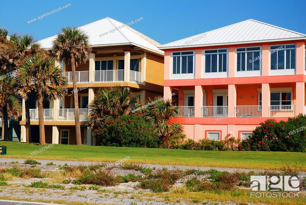Photo de stock: Colorful homes reflect the sunny feeling of Pensacola, Florida.