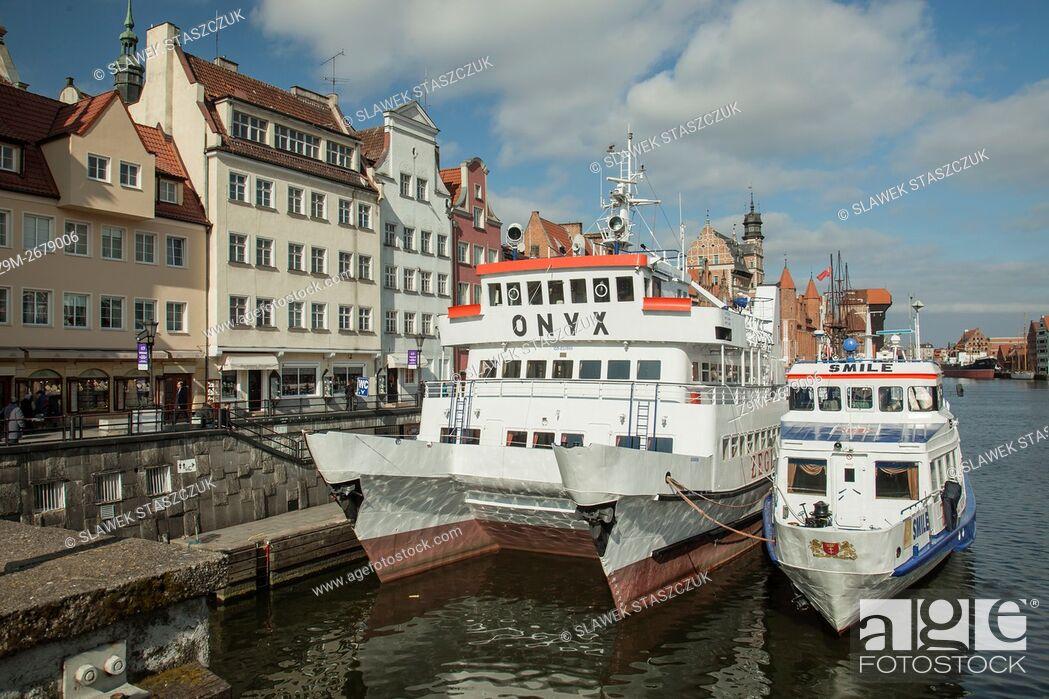 Stock Photo: Boats on Motlawa river in Gdansk old town, Pomerania, Poland.