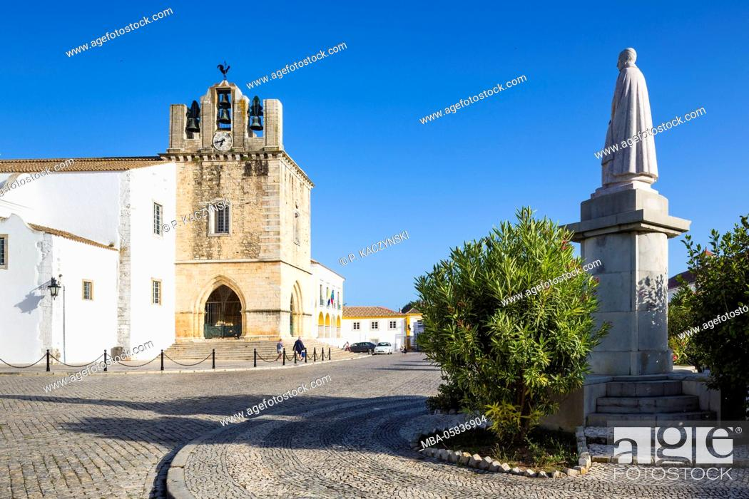 Stock Photo: Igreja da Sé (Cathedral), the statue of Francisco Gomes do Avelar (1739-1812), bishop of the Algarve and the camara municipal, the city hall, in the Largo da Sé.