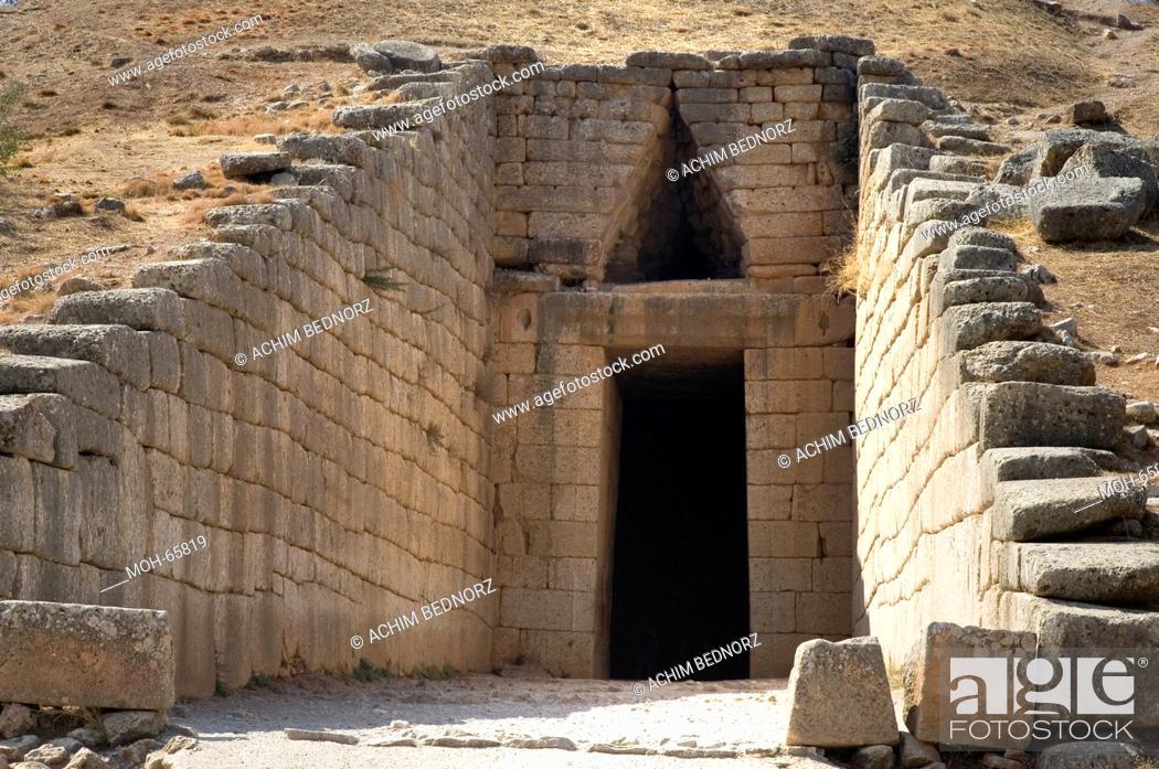 "Stock Photo: Eingang zum Grab ""Tholos"" des Atreus ""Schatzhaus des Atreus"" erbaut um 1250 v.Chr."