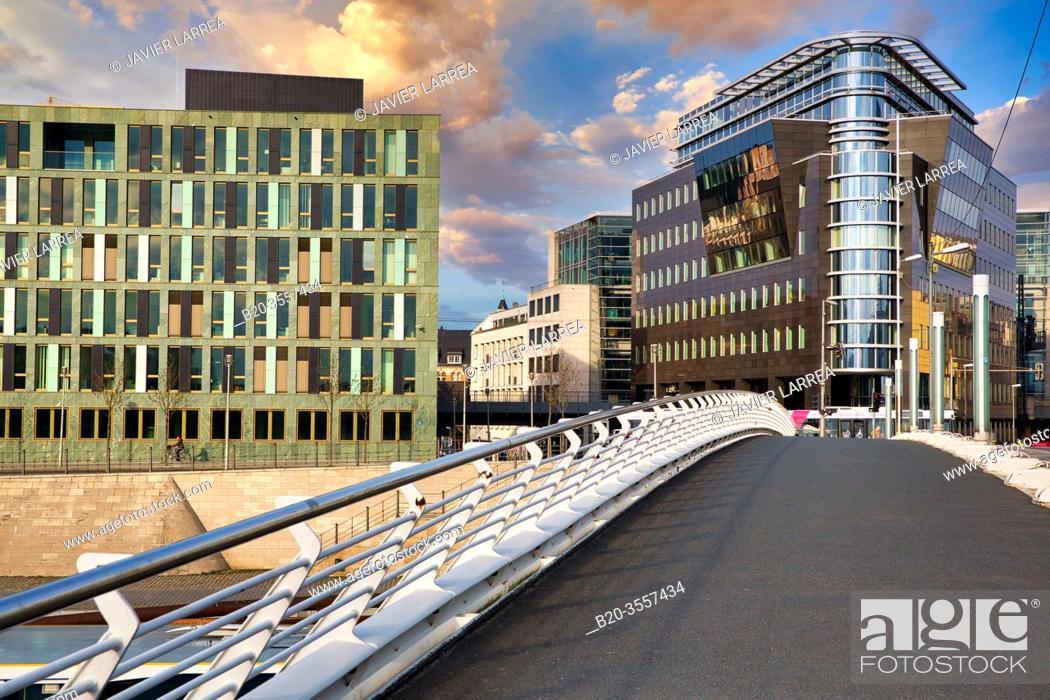 Imagen: Kronprinzenbrücke, Buildings around Spree river, Berlin, Germany.