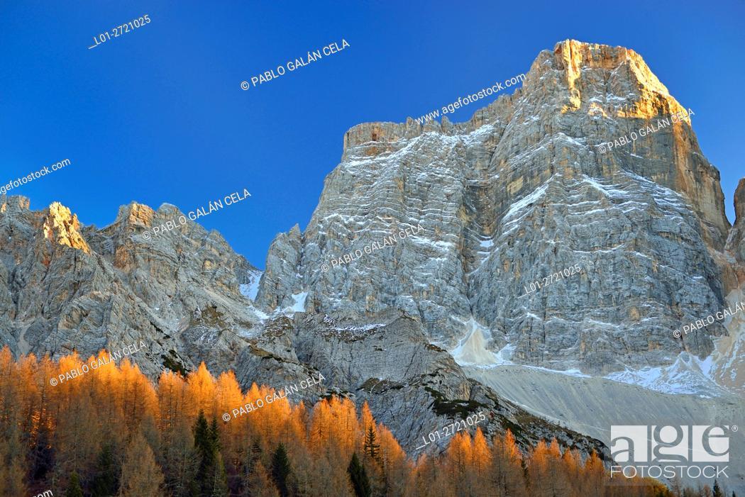 Imagen: Pelmo (3168 m), Dolomites mountains, Italy.