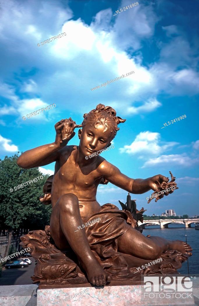 Imagen: Paris, France - Public Art, Monument, Alexandre III Bridge, Renovated Sculpture.
