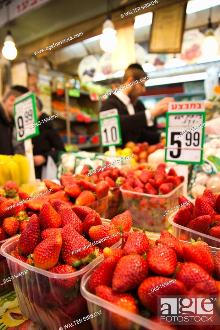 Stock Photo: Israel, Jerusalem, New City, Mahane Yehuda Market, strawberries, NR.
