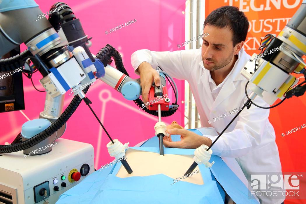 Photo de stock: Development of a surgical robot with 3D vision and tactile sensations..This project has relied on the advice of surgeons for the design and manufacture of the.
