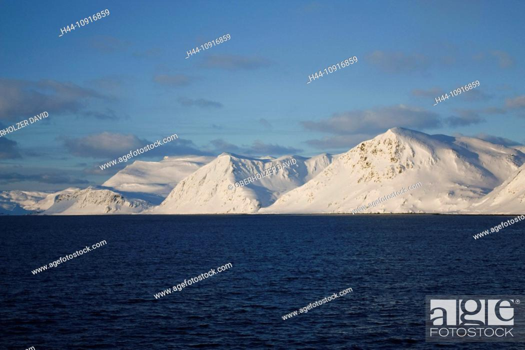 Imagen: Europe, Scandinavia, Norway, Hurtigruten, sea cruise, MS, Polarlys, cruise, ship journey, cold, mailboat, packet ship, snow, landscape, winter, snow mountains.