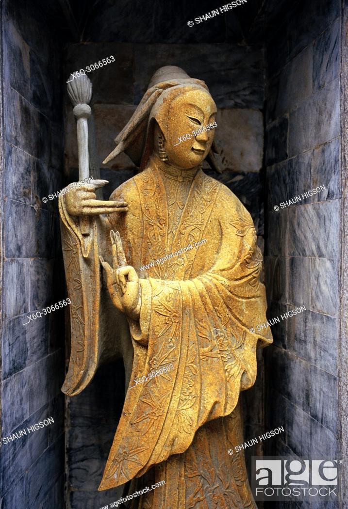 Imagen: Sculpture at Wat Arun Temple of Dawn in Bangkok Yai Thonburi in Bangkok in Thailand in Southeast Asia Far East.