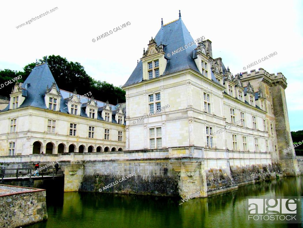Stock Photo: Gardens and Château de Villandry. Its famous Renaissance gardens include a water garden, ornamental flower gardens, and vegetable gardens. .