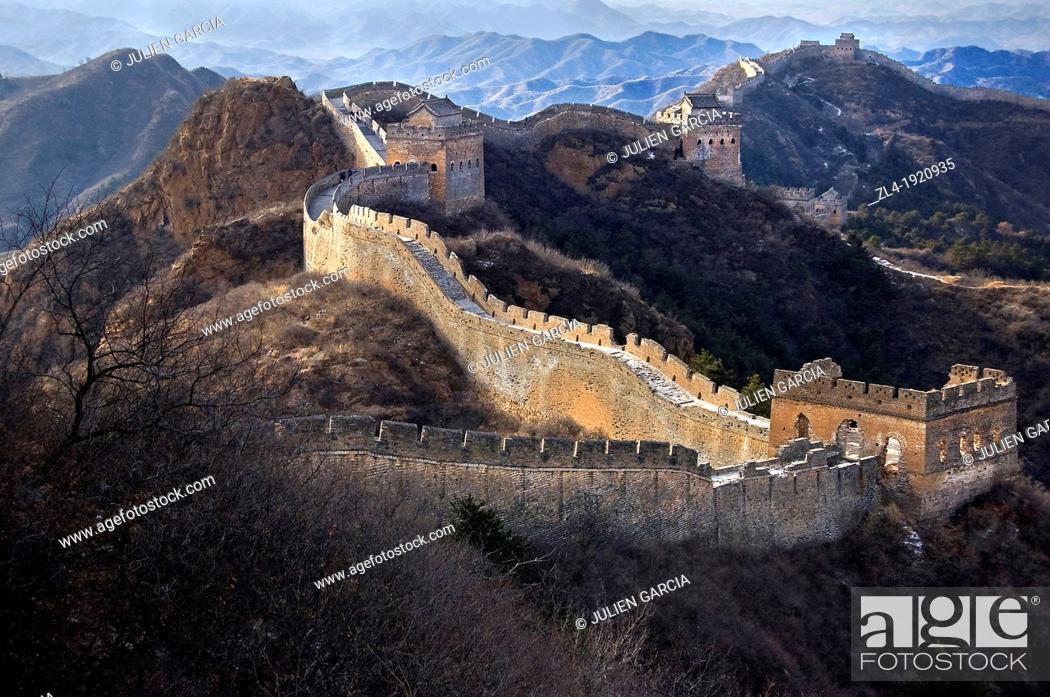 Stock Photo: The Great Wall of China snaking across the hills. China, Beijing, Jinshanling, Great Wall. (/Julien Garcia).