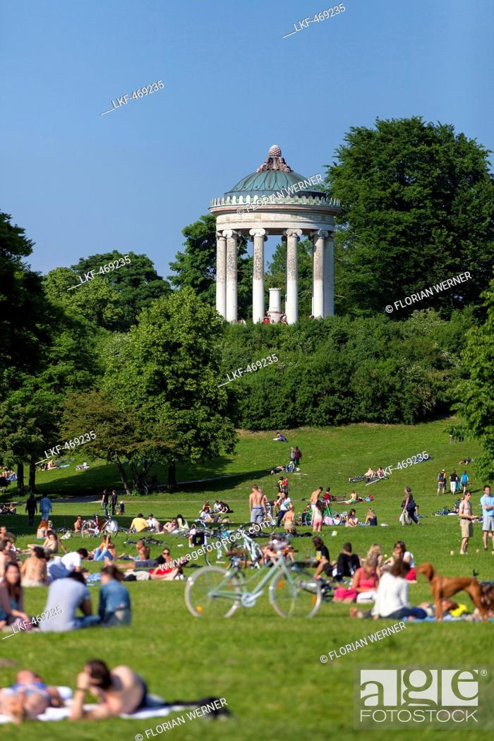 Summer In The English Garden With Monopteros Englischer Garten