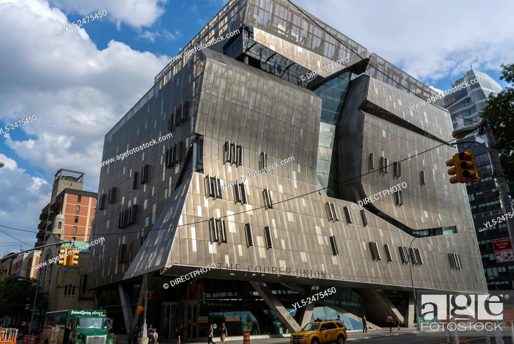 Imagen: New York City, NY, USA, East Village Scenes, Manhattan District, Cooper Union University Building.