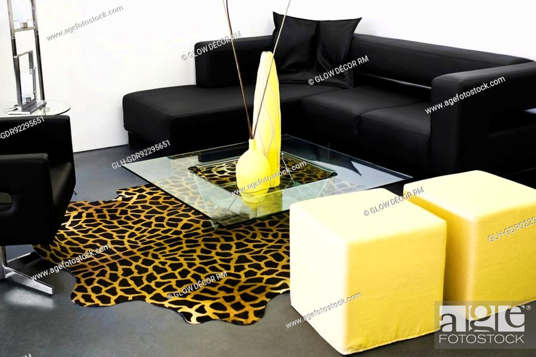 Photo de stock: Showpieces on a table with a couch.