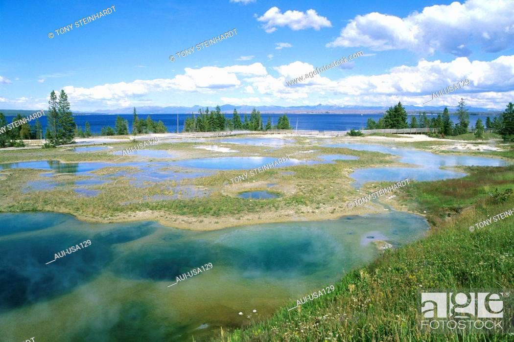 Stock Photo: USA - National Park - Yellowstone - West Thumb.