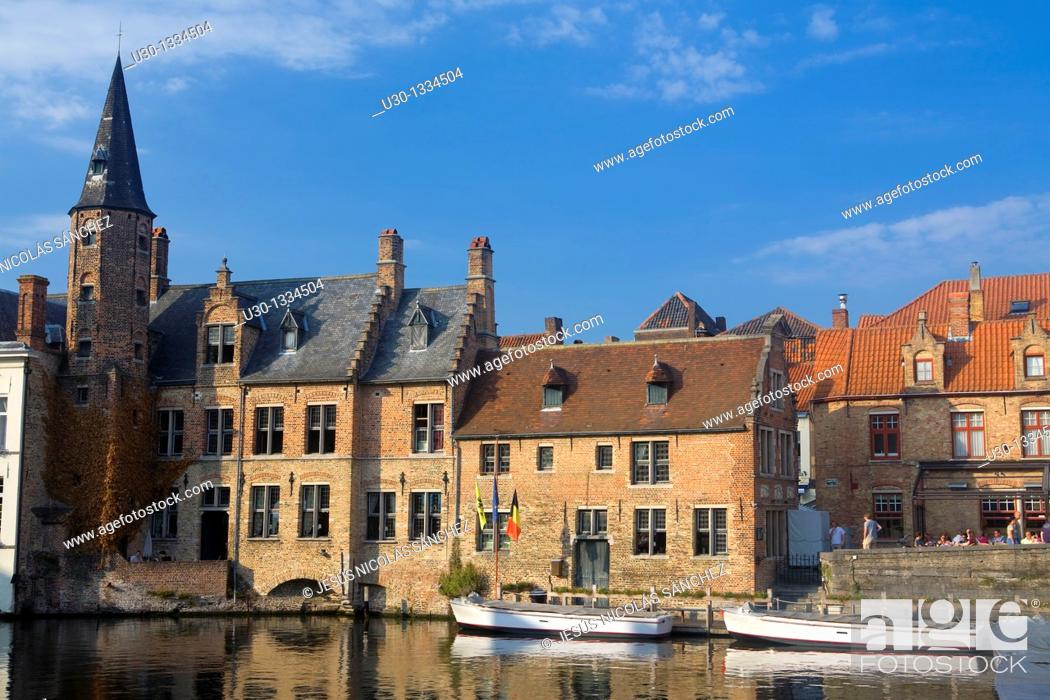 Imagen: Typical canal and houses in the medieval town of Brugge, listed World Heritage Site by UNESCO  Flanders  Belgium.