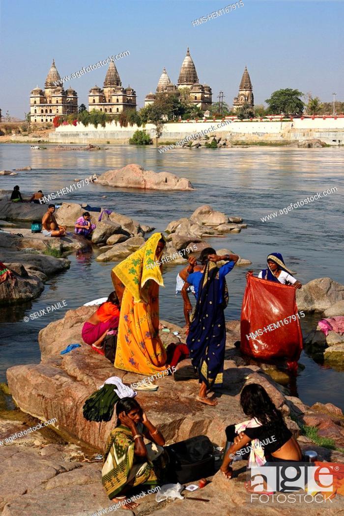 Stock Photo: India, Madhya Pradesh, Orchha, chhatri tombs on Betwa River banks.