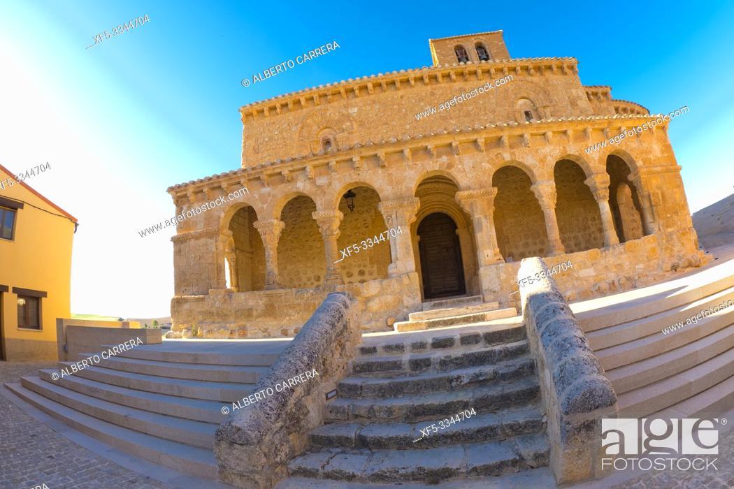 Imagen: Church of San Miguel, 11th century Romanesque Style, Spanish National Heritage Site, San Esteban de Gormaz, Soria, Castilla y León, Spain, Europe.