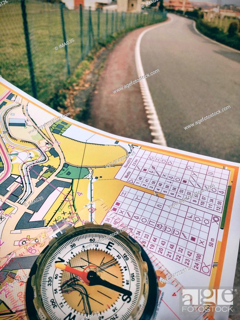 Imagen: Nava, Asturias, Spain, October 25th 2018: Navigation equipment in the sprint orienteering race called 'Desafio Nava 2018'.