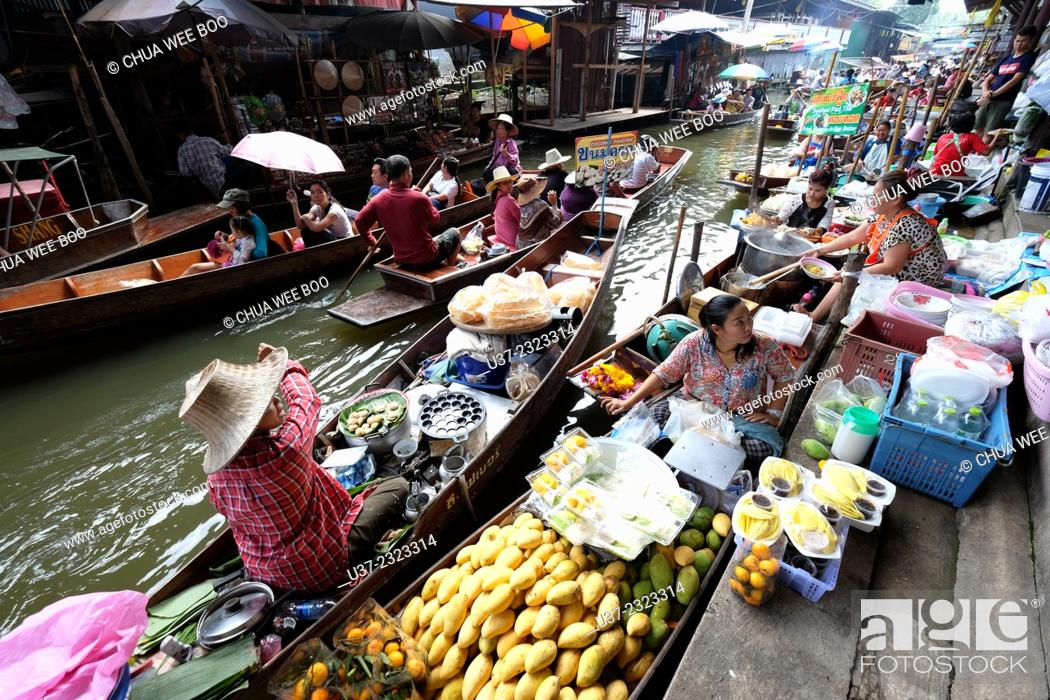 Stock Photo: Damneon Saduak Floating Market, Bangkok, Thailand.