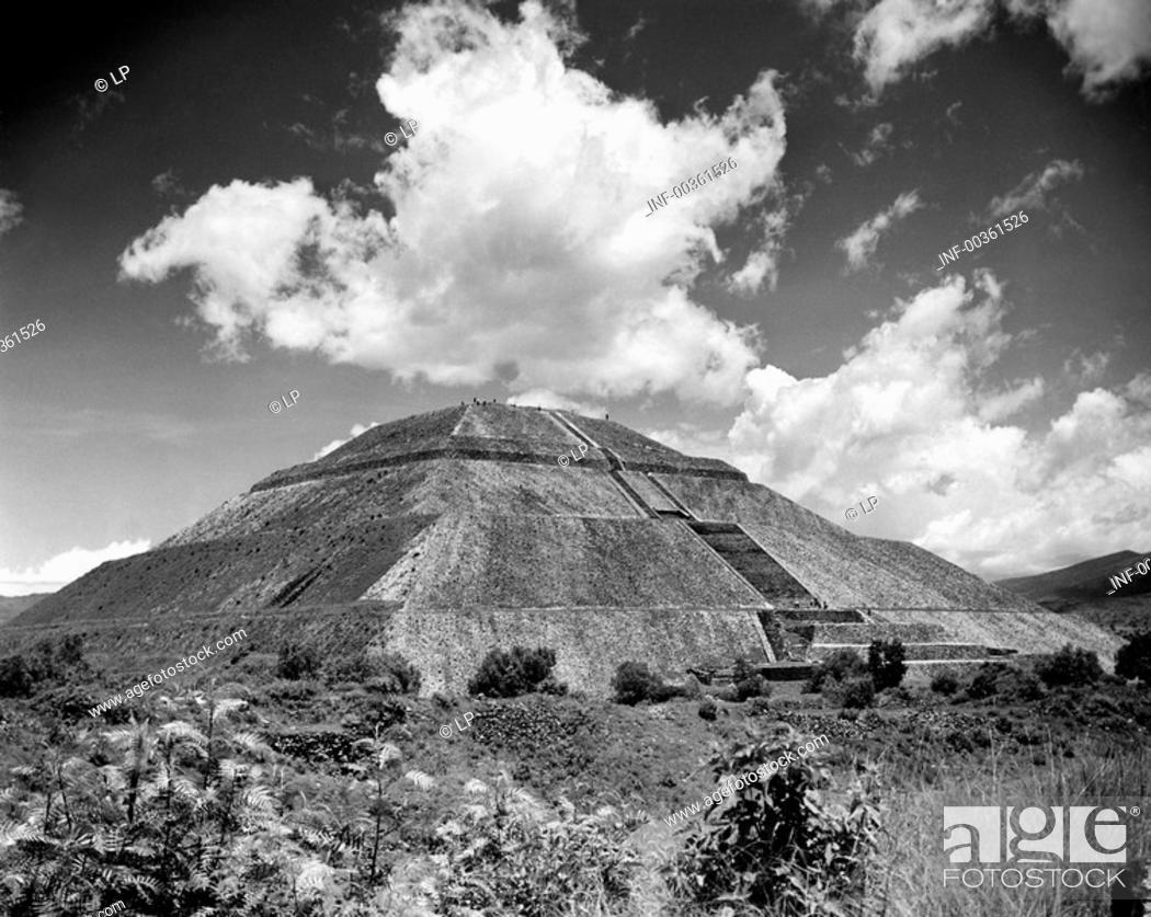 Stock Photo: geography / travel, Mexico, Teotihuacan, pyramid of the sun, exterior view, circa 1960s, Central America, 20th century, historic, historical, ruin, ruins.