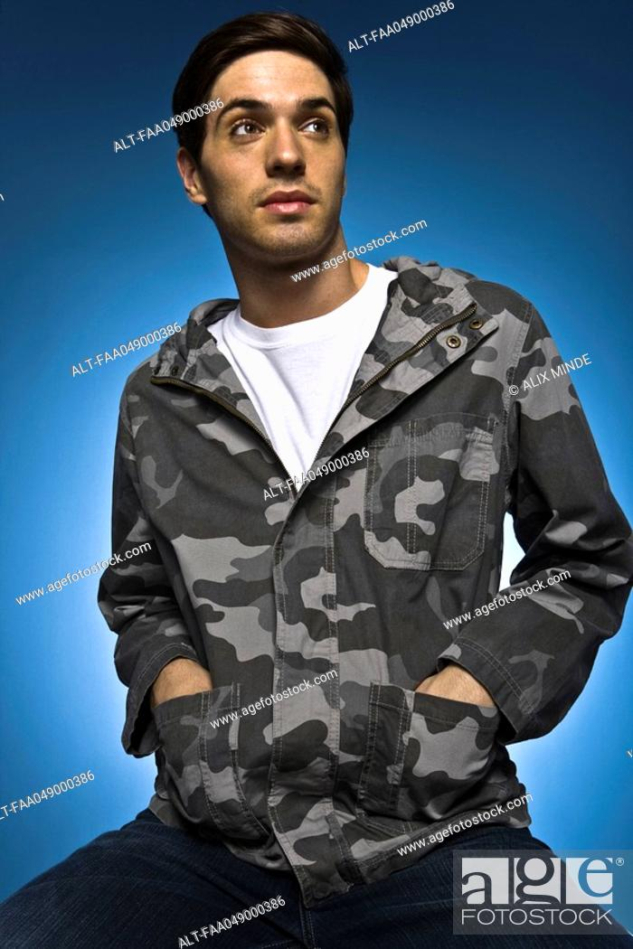 Imagen: Fashionably dressed young man, portrait.