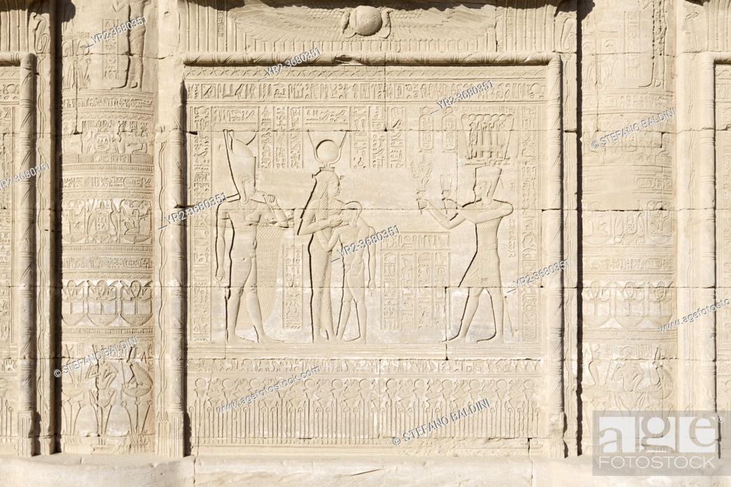 Imagen: Basrelief on the external wall of the roman Mammisi, Dendara, Egypt.