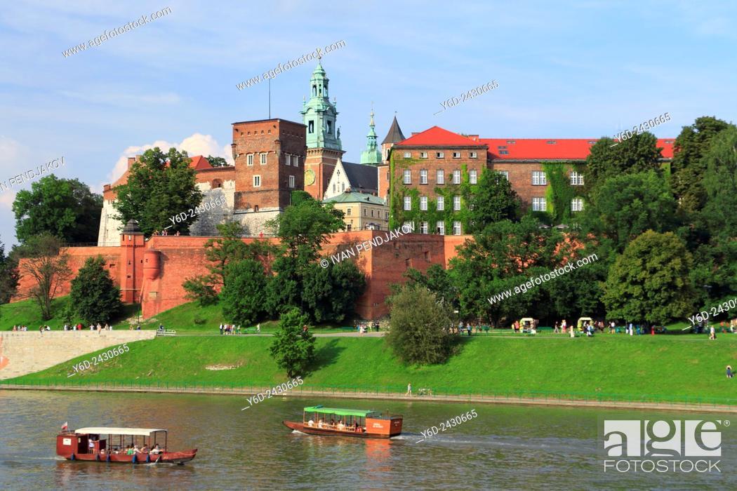 Stock Photo: Wawel Castle and Vistula River, Krakow, Poland.