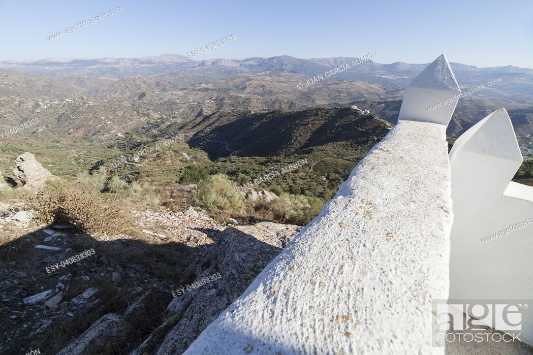 Imagen: Comares cityscape. White village up on the hill of Malaga mountains, Andalusia, Spain. Panoramic view.