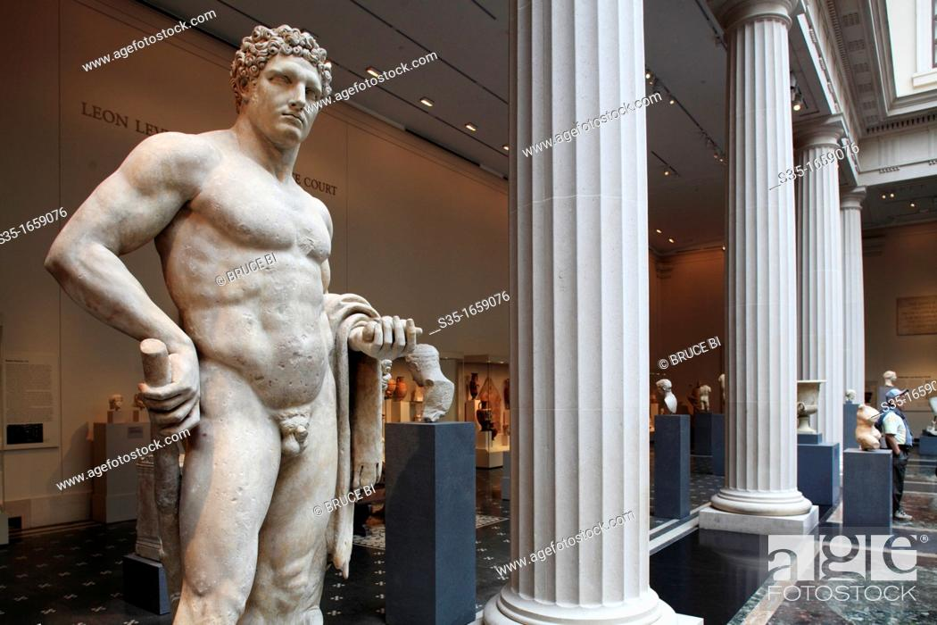 Imagen: The marble statue of a youthful Hercules from Roman Flavian period display in the exhibition hall of Greek and Roman art in Metropolitan Museum of Art.