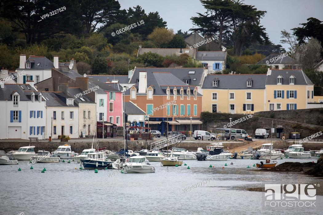 Imagen: Colored houses, Sauzon port, Atlantic Ocean, Morbihan, Bretagne, France.