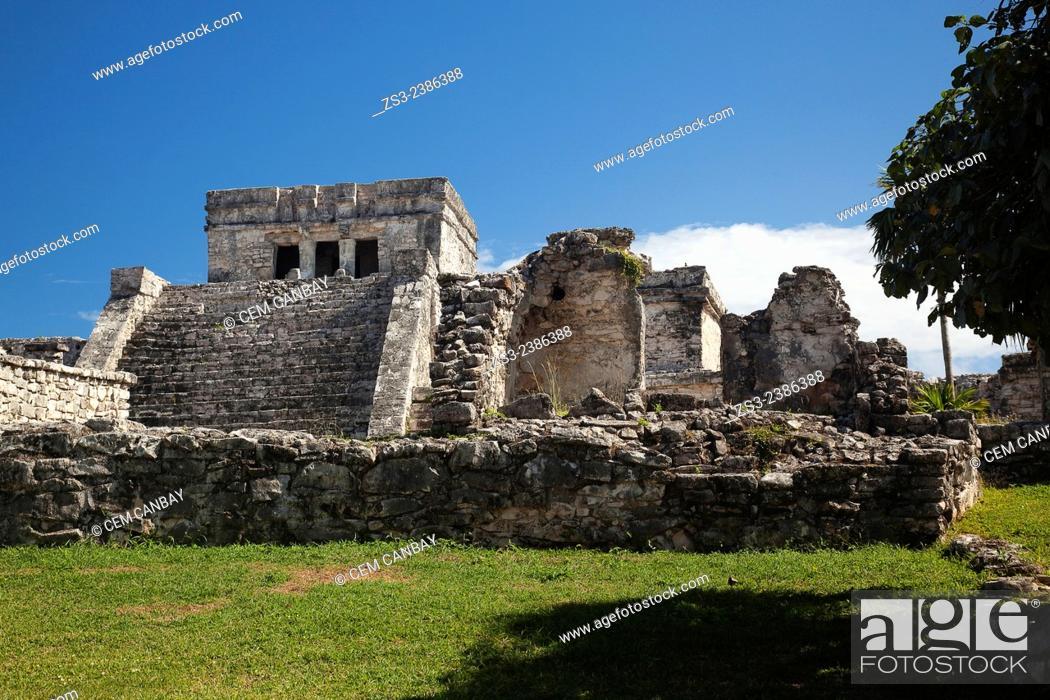 Photo de stock: El Castillo-The Castle in Mayan Ruins at Maya archeological site of Tulum, Quintana Roo, Yucatan Province, Mexico, Central America.