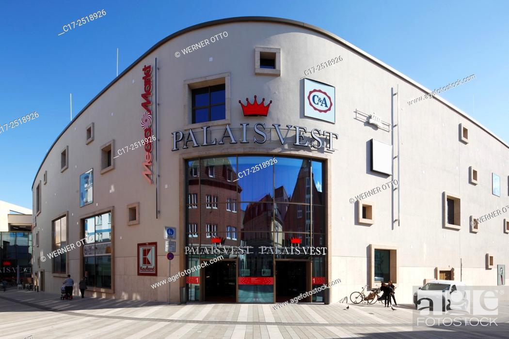 Stock Photo: Germany, Recklinghausen, Ruhr area, Westphalia, North Rhine-Westphalia, NRW, shopping centre Palais Vest at the Loehrhof and the Wallring, entrance.