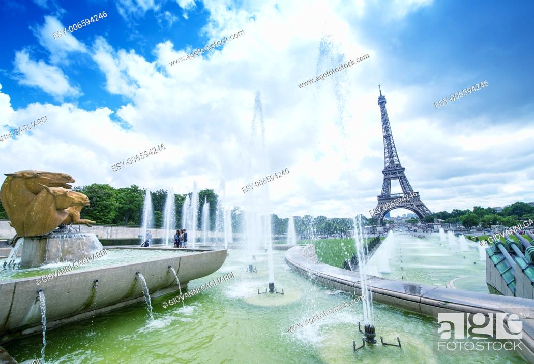 Stock Photo: The Eiffel Tower on a beautiful summer day as seen from Trocadero Gardens.