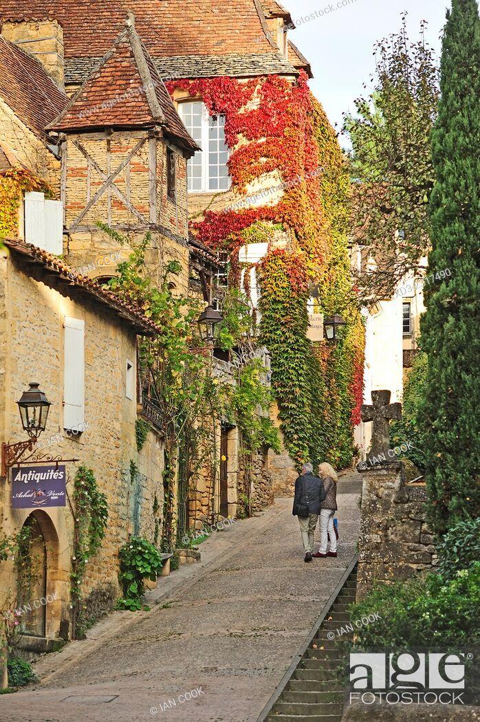 Stock Photo: Rue Montaigne, Sarlat-la-Caneda, Dordogne Department, Aquitaine, France.