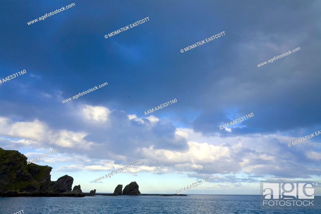 Imagen: Dramatic evening clouds, coastal mountains and sea, Allardyce Range, fall, Gold Harbour, Southern Ocean, Antarctic Convergance, South Georgia Island.